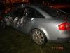 Rozbite drzwi Audi po wypadku w Warszawie