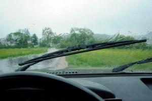 Podróż samochodem w czasie burzy